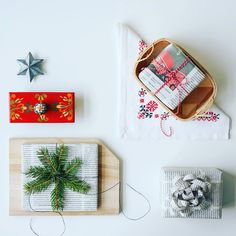 Christmas wrapping at DIY Design it yourself blog.