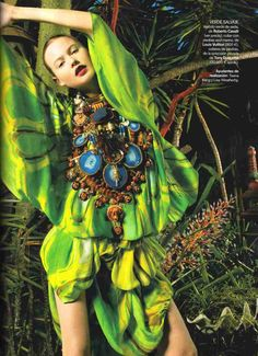Weird Fashion, Green Fashion, Tropical, Paris Couture, Vogue Spain, Welcome To The Jungle, Behati Prinsloo, Island Girl, Foto Pose