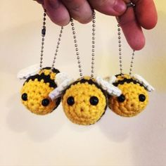 abeja amigurumi patron gratis para llavero Crochet Bee, Irish Crochet, Crochet Yarn, Double Crochet, Crochet Hooks, Free Crochet, Knitting Patterns, Crochet Patterns, Crochet Ideas