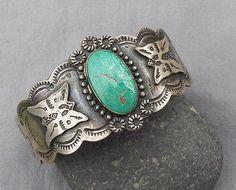Vintage-Fred-Harvey-Era-Silver-Green-Turquoise-Cuff-Bracelet-Butterflies