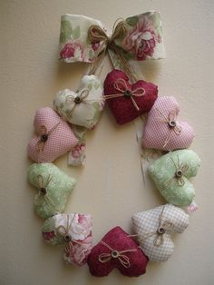 This heart wreath is so pretty! Valentine Day Crafts, Valentine Decorations, Valentines, Valentine Wreath, Sewing Crafts, Sewing Projects, Christmas Wreaths, Christmas Crafts, Diy And Crafts