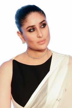 kareena kapoor fap face at DuckDuckGo Kareena Kapoor Images, Kareena Kapoor Bikini, Kareena Kapoor Khan, Most Beautiful Faces, Beautiful Girl Image, Most Beautiful Indian Actress, Beautiful Actresses, Hairstyles For Gowns, Sleek Hairstyles