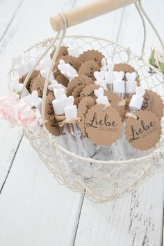 Anhänger für Wedding Bubbles / Seifenblasen zur Hochzeit als Freebie zum Downl. Pendentif pour bulles de mariage en cadeau à télécharger Wedding Favors And Gifts, Beach Wedding Favors, Our Wedding, Wedding Cakes, Wedding Weekend, Elegant Wedding, Fall Wedding, Wedding Reception, Wedding Venues