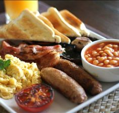 Yum!! The ULTIMATE Father's Day breakfast in bed is a BIG breakfast in bed! Click for our recipe.