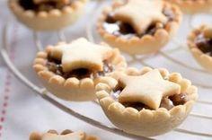 Karamelové košíčky | Apetitonline.cz Christmas Sweets, Christmas Cooking, Sweet Desserts, Sweet Recipes, Mini Cakes, Cupcake Cakes, Czech Recipes, Xmas Cookies, Sweet Tarts