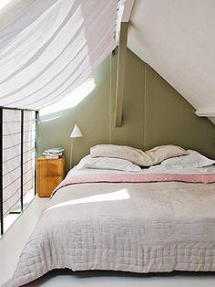 muy buena idea para colagar cortinas en ventanas dificilies