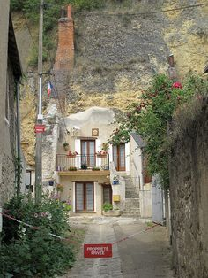 1000 images about la france on pinterest frances o for Architecture troglodyte