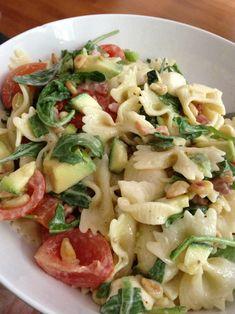 Een goedgevulde pastasalade met wat restjes uit de koelkast en wat verse ingrediëntenuit de supermarkt! Alles naar eigen smaak! Pasta … Read More →