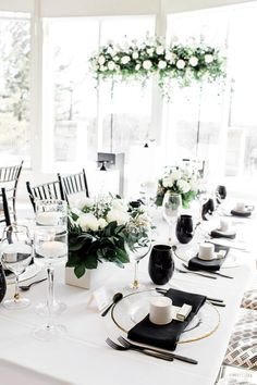 Black and White Chic - WedLuxe Magazine White Bridal Shower, White Shower, Bridal Showers, White Table Settings, Wedding Table Settings, Table Setting Inspiration, Monday Inspiration, Wedding Inspiration, Bridal Shower Decorations