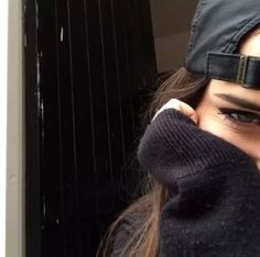 Image about girl in snapbacks.beanies by farah Style Fille Cool, Cool Girl Style, Face Photography, Selfie Poses, Selfie Ideas, Sad Faces, Only Girl, Favim, Tumblr Girls