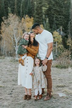 super cute family photos in northern utah fall family pictures outfit ideas professional family portrait session with kristi alyse photo logan utah family photographer photo outfit Butterfield Extended Family Portraits