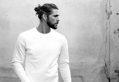 Man Bun - Men's Long Hair With Undercut Hairstyles Best Picture For soft undercut long hair For Your Man Bun Hairstyles, Cool Hairstyles For Men, My Hairstyle, Haircuts For Men, Men's Long Haircuts, Mens Undercut Hairstyle, Mens Hairstyles 2018, Mens Hairstyles With Beard, Hairstyle Ideas