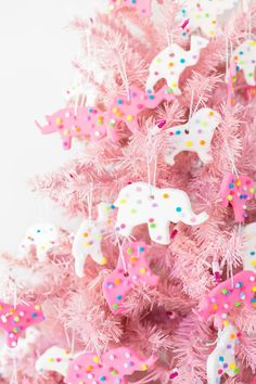 christmas time Use model magic and pom poms to make these DIY circus animal cookie ornaments for gifts or for your own Christmas tree! Candy Land Christmas, Noel Christmas, White Christmas, Girly Christmas Tree, Christmas Ideas, Southern Christmas, Christmas Mantles, Natural Christmas, Victorian Christmas