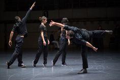 """Le spectacle """"Vortex temporum"""" monté par la chorégraphe Anne Teresa De Keersmaeker, au Théâtre de la Ville."""