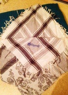 À vendre sur  vintedfrance ! http   www.vinted.fr accessoires echarpes  27484868-jolie-echarpe-bleue-et-blanche -de-la-marque-american-vintage-neuve-… c8a523452ea