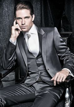 mode | fashion | man | kostuum | grijs  so cooooool  http://nikefreerun3.zitecode.com   http://allfreeshoesstyle.webstarts.com   http://loverunningshoes.webstarts.com   http://isabelmarant.zitecode.com Custom Tuxedo, Groomsmen Grey, Red Carpet Party, Dinner Suit, Party Suits, Silk Suit, Groom Tuxedo, Wedding Dinner, Blazer Suit