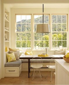 The box bay breakfast nook's built-in bench seating and Eames wire chairs offer space for casual dining and glorious views, not to mention storage underneath.  While the right side of the nook has a window, the left end has recessed display shelves.