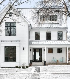 Exterior features James Hardie Arctic White which is by far the most popular white siding used on modern farmhouses Modern Farmhouse Design, Modern Farmhouse Exterior, Farmhouse Homes, Modern Rustic, Farmhouse Windows, Modern Decor, Farmhouse Front, Modern Country, Country Farmhouse