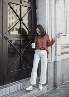These Chic Pants Trend Are Gonna Replace Your Skinny Jeans For A Moment White Pants Outfit, Jeans Outfit Winter, White Culottes Outfit, Cream Jeans Outfit, Outfit Summer, Wide Pants, Wide Leg Jeans, Wide Legs, White Wide Leg Pants