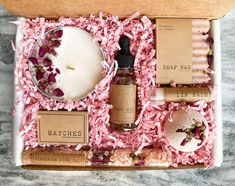 Gift Boxes For Women, Gift Sets For Her, Gifts For Women, Diy Candles, Scented Candles, Christmas Gifts For Friends, Spa Gifts, Gift Hampers, Beauty Box