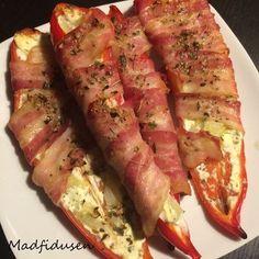 // Til tapas, tilbehør, grillaftenen eller som snack! Her får du en lækkerbidsken der tager kegler! I kategori med disse sprøde bacon-løgringe får du her en bacon-indpakket-peberfrugt-med-fyld! Se …