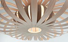 Phi - eine Leuchte in Ahorn- und Nussbaum - Holz gefertigt Holz in Biegung versetzt, Lampe in Szene gesetzt... #holz #wood #furnier #veneer #lampe #lamp #leuchte #design #berlin #modern #vintage #ljlamps #unikat #interior #interiordesign #interiordecorating #deco #light #lighting #decor #love #me #follow #photooftheday #beautiful #like #repost #art #photo #home