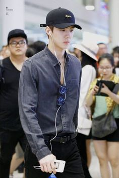 Sehun - 160828 Incheon Airport, departing for Hawaii Credit: (인천공항… Chanyeol, Sehun And Luhan, K Pop, Sehun Cute, Korean Fashion, Mens Fashion, Rapper, Kim Jongdae, Hunhan