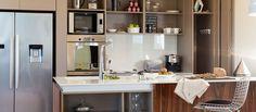 Häfele en Estilo Pilar Open Kitchen, Life Hacks, Kitchen Cabinets, Table, Furniture, Home Decor, Peek A Boos, Kitchen Built Ins, Square Meter