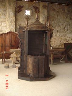 Confesionario rustico estilo siglo XIV