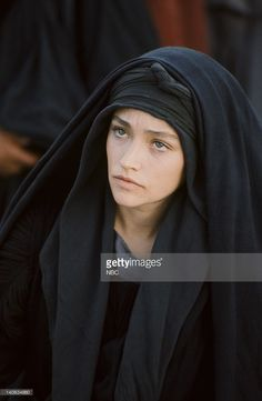 pictured-olivia-hussey-as-mary-the-mother-of-jesus-photo-by-nbcnbcu-picture-id140634660 (668×1024)