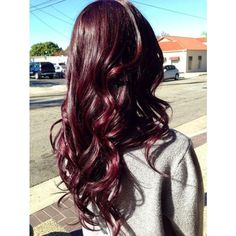 Love this burgundy hair color. Reminds me of Cherry Coke. Love this burgundy hair color. Pelo Color Vino, Pelo Color Borgoña, 2015 Hair Color Trends, Hair Trends, Colour Trends, 2015 Trends, Hair Color And Cut, Cool Hair Color, Cherry Cola Hair Color