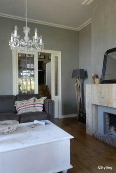 Woonkamer warm wit, hout, taupe en zwart voor een stoere look ...