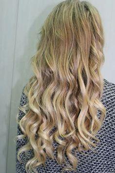 Capelli biondi impeccabili #modacapellipotenza #cdj #degradejoelle  #tagliopuntearia #degradè #igers #musthave #hair #hairstyle #haircolour #longhhair #oodt #hairfaschion #madeinitaly