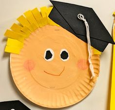 Paper Plate Graduation craft for preschool or kindergarten or give as a card to an older graduate from a little one Graduation Crafts, Pre K Graduation, Kindergarten Graduation, Kindergarten Crafts, Classroom Crafts, Classroom Fun, Kindergarten Classroom, Preschool Activities, Graduation Ideas
