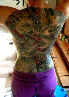 Traditional Japanese back-piece by Rob Admiraal (Amsterdam). (I love the color shading in this! Trendy Tattoos, Love Tattoos, Body Art Tattoos, Small Tattoos, Tatuajes Irezumi, Irezumi Tattoos, Cross Heart Tattoos, Dragon Tattoo Back, Full Back Tattoos