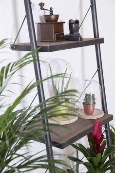 #boekenkast #grenenhout #eleonora #staal #metaal #wandrek #decoratie #ladder