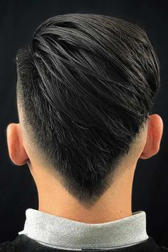 Burst Fade With A V Shape A burst fade haircut is a great accompaniment for any mens hairstyle. Whether you have short straight hair or long waves, you'll surely find a look to your taste, from a blonde undercut Mohawk to a black taper mullet. Mens Comb Over Hairstyles, Comb Over Haircut, Low Fade Haircut, Straight Hairstyles, Medium Hairstyles, Wedding Hairstyles, Popular Haircuts, Cool Haircuts, Haircuts For Men