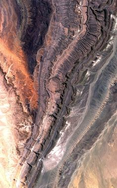 #OuarkzizCrater, #Algeria   Sentinel-2A Satellite   ESA   Part of the Anti-Atlas mountains bordering the Sahara Desert in western Algeria is pictured in this satellite image. The Anti-Atlas range was born from continental collision, and geologists believe it was once higher than the Himalayas, but was reduced through erosion.