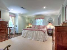 537 Hillside Drive: The Definition of Dutch Colonial