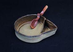 vasilha para azeitonas. Esmalte temoku por dentro e esmalte beige acetinado por fora. queima em forno elétrico a 1220C