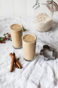 Gingerbread Oatmeal Smoothie via @wallfloweraimee