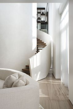 Interior stairs design stairways spaces Ideas for 2019 Interior Staircase, Staircase Design, Interior Architecture, Interior And Exterior, Curved Staircase, Modern Staircase, Modern Interior, Staircase Shelves, Staircase Contemporary