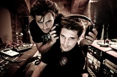 2Cellos_Photo Shoot_ Icon used by 2 Cellos_ https://www.youtube.com/user/2CELLOSlive_