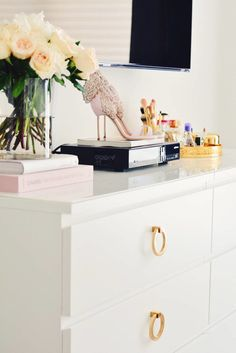 Learn how to make over the Ikea Malm dresser in a couple of simple steps! This is a super easy hack that will transform your Ikea Malm dresser from blah Bedroom Dressers, Ikea Bedroom, Bedroom Decor, Bedroom Ideas, Ikea Hacks, Hacks Diy, Ikea Furniture, Furniture Makeover, Furniture Online