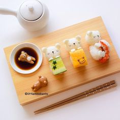 Made great plans to wake up late today but ended up bright and alert at -.- So I figured I should bake cute buns (see my IG story). Preparing for new class syllabus. Throwback to one of my fav sushi creations this year. Japanese Food Art, Japanese Dishes, Japanese Sweets, Cute Bento Boxes, Kawaii Dessert, Cute Buns, Kawaii Bento, Little Lunch, Sushi Art