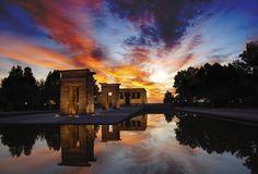 Atardecer en el Templo de Debod, Madrid.