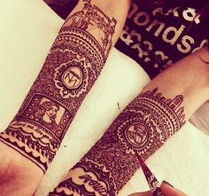 Pin for Later: 26 Dessins au Henné Qui Vont Vous Subjuguer       Beautiful henna tutorial by @chrisspy #hudabeauty A video posted by Huda Kattan (@hudabeauty) on Feb 20, 2015 at 2:50pm PST