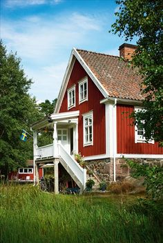 Bright and cheerful; for those long dreary Winters in the North. Swedish Cottage, Red Cottage, Swedish House, Cottage Style, This Old House, My House, Red Houses, Scandinavian Home, House Painting