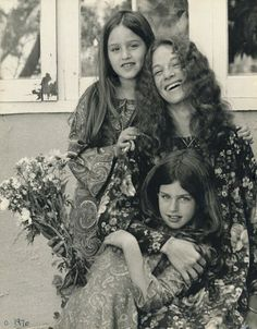 Carole King with her daughters Sherry and Louise. photo by Jim Marshall
