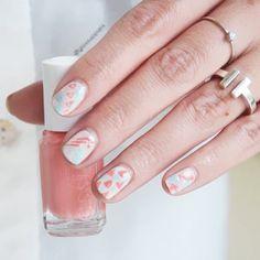 Nail Art of the day  Pastel à l'honneur ! Nails by @cynthiaglossup avec les vernis #EssiePro  #nails #NailsArt #notd #npa #essie #mani #manicure #glossup #glossupparis #naildesign #nailtech #NailTruck #nailsdid #nailswag #nailaddict #NailPolish